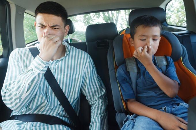 車の異臭の原因とは